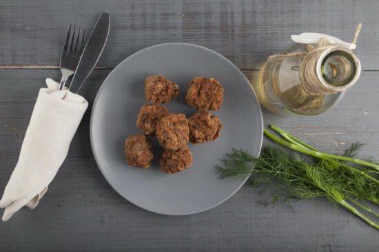 chiftelute uscate de porc scaled - Bucate pe Roate
