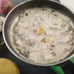 ciulama de ciuperci cu pui scaled - Bucate pe Roate