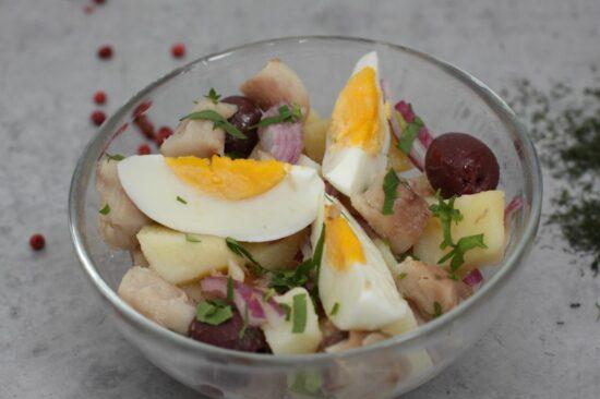 salata orientala cu macrou afumat - Bucate pe Roate