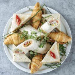 platou Sandwich uri scaled - Bucate pe Roate
