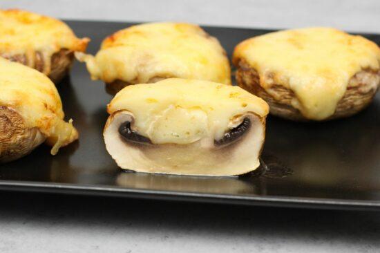 Tava cu ciuperci umplute cu gorgonzola 0.6 kg - Bucate pe Roate