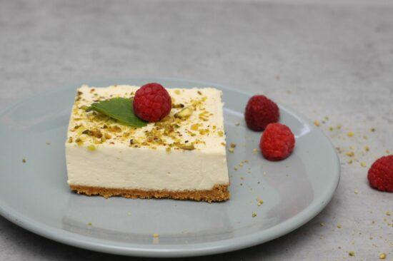 cheesecake de zmeura cu fistic - Bucate pe Roate