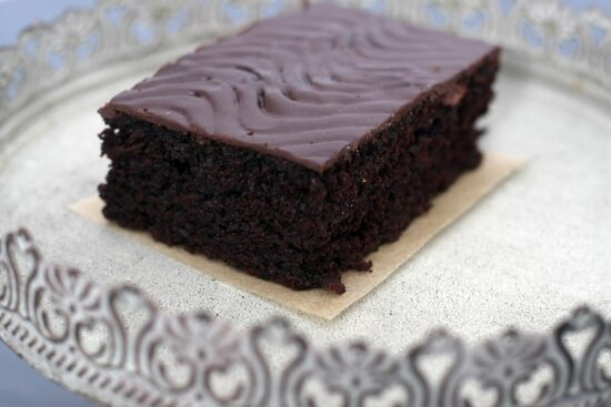 prajitura cu ciocolata si banane - Bucate pe Roate